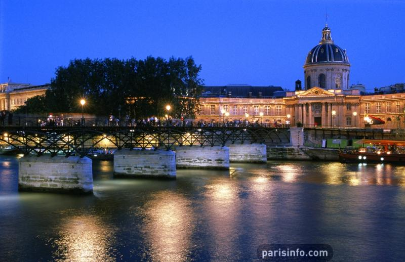 Le pont des Arts et l'Institut © Paris Tourist Office/David Lefranc