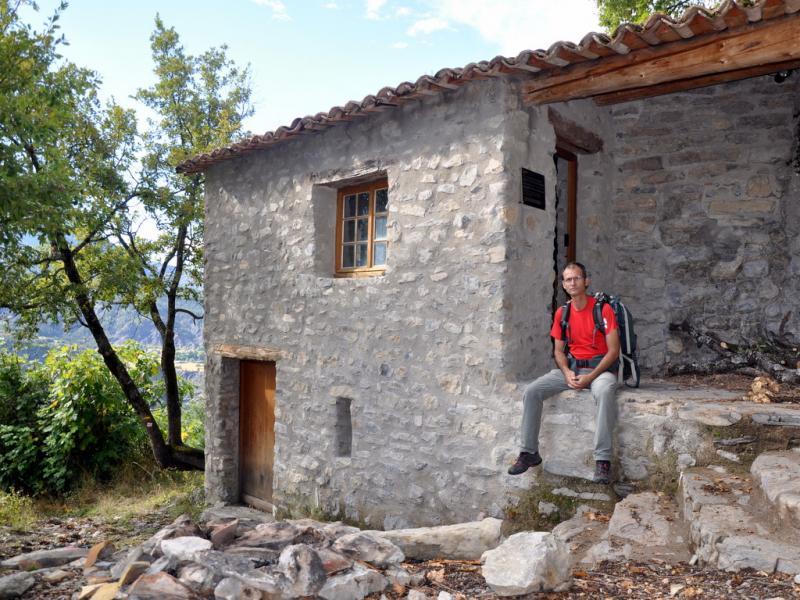 Cabane bois refuge montagne accueil design et mobilier for Cabane en bois design