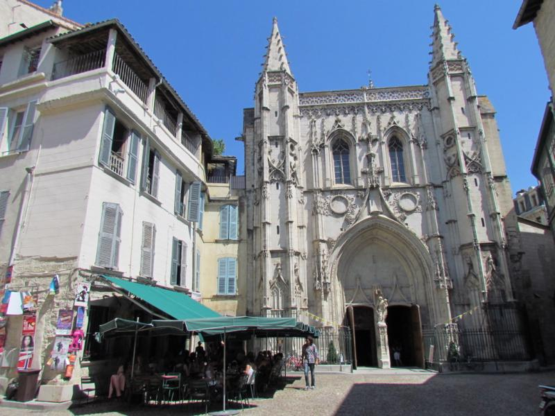 Place Saint-Pierre, Avignon